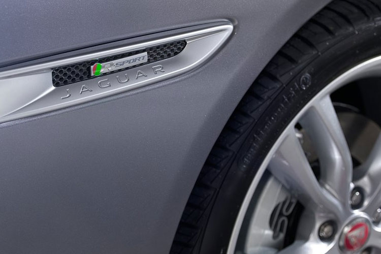 Jaguar XF Saloon 2.0 i 250PS R-Dynamic S 4Dr Auto [Start Stop] detail view