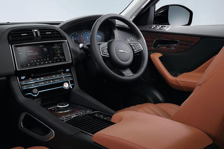 Jaguar F-PACE SUV AWD 3.0 V6 MHEV 400PS HSE 5Dr Auto [Start Stop] inside view